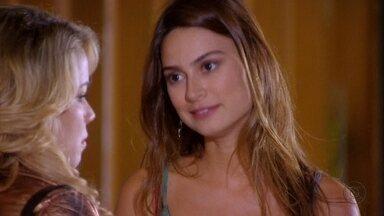 Gisele confessa que Fabian a contratou - Ela diz que passou a noite jogando videogame com o cantor. Rosário fica surpresa