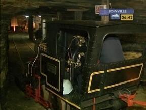 Equipe da RBS TV visita única mina de carvão aberta ao público no Brasil - É possível até jantar dentro da mina.