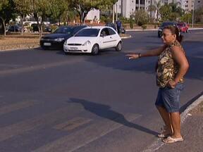 Sobe o número de vítimas por atropelamentos no DF - A capital federal que já foi modelo no respeito à faixa de pedestre, agora vê aumentar o número de atropelamentos. Este ano, sete pessoas já morreram atropeladas no Distrito Federal.