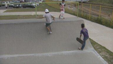 Aulas de skate no Centro de Convivência Madalena Ace Daou estão suspensas - As aulas estão suspensas devido a reparos na pista. Pais reclamam da demora na entrega da obra