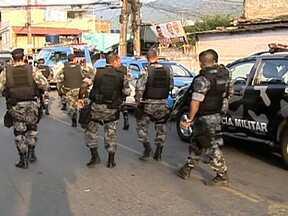 Veja no JH: Exército e polícia ocupam favela da Chatuba no Rio de Janeiro - Câmera do JH acompanha audiência de conciliação entre vizinhos. Dilma Rousseff pede que administradoras de cartão de crédito reduzam os juros cobrados. Gêmeos recebem rins de irmãs.