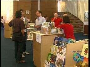 Semana Literária é uma ótima opção para quem gosta de ler - Em Curitiba, tem Feira do Livro na Praça Santos Andrade