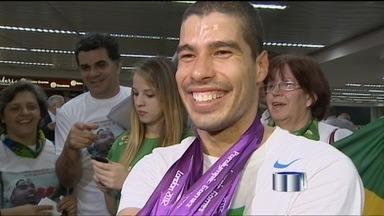 Daniel Dias chega ao Brasil na manhã desta terça-feira - Campeão paralímpico, Daniel Dias volta de Londres com seis medalhas de ouro.