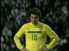 Elano, que veio para arrumar o meio de campo o Grêmio, fica de olho na amarelinha - Jogador pensa em atuar pela Seleção.