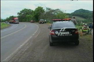 Jovem morre em acidente na BR 386 - Motociclista perdeu o controle em uma curva e caiu em um barranco