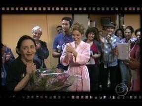 Bastidores: Laura Cardoso ganha festa surpresa em Gabriela - Ana Lucia Torre faz depoimento emocionante e Fabiana Karla brinca com o Vídeo Boy