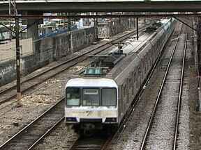 Trens velhos prejudicam passageiros - Os últimos oito trens chineses comprados pelo governo vão estar circulando no ramal de Deodoro até o fim de outubro. Mas os 30 novos trens só serão aposentados em 2014. Enquanto isso, as pessoas sofrem com os atrasos e enguiços frequentes.
