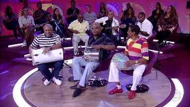 Fundo de Quintal canta 'A Amizade' - Grupo emociona a plateia com música sobre os amigos