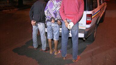 Taxista é assaltado e esfaqueado por adolescentes em Igarapé, na Grande BH - Polícia disse que jovens foram apreendidos na capital dirigindo embriagados.