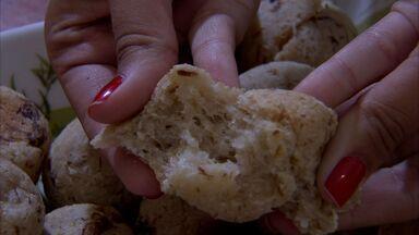 Veja a deliciosa receita do pãozinho de carne de sol - Alimento pode ser servido tanto no café da manhã como no almoço.