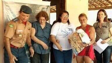 Famílias atingidas pela seca recebem doações de alimentos - Responsável pela mobilização é a Campanha Nossos Irmãos Não Podem Esperar!