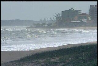 Capitania dos Portos libera passeios de barco em Arraial do Cabo, RJ - Os passeios ficaram suspensos por alguns dias, depois do vento forte que afetou a região.