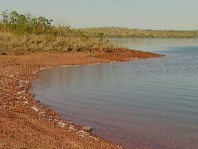 Flutuador explora a área da Barragem de Santa Maria - A represa, que fica dentro do Parque Nacional de Brasília, tem acesso restrito. A Barragem de Santa Maria, que é do tamanho de 800 campos de futebol, fica isolada no meio do parque e é responsável por 24% da água consumida no DF.