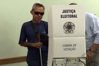 Voto é oportunidade de exercer cidadania - O voto é um direito conquistado no Brasil que, há alguns anos, era restrito. Hoje, muitos fazem questão de exercer essa cidadania.