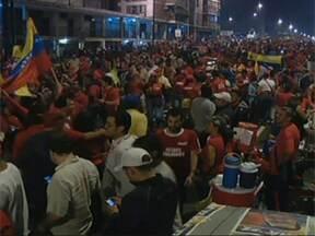 Venezuelanos comemoram quarto mandato de Hugo Chávez - O presidente da Venezuela, Hugo Chávez, se reelegeu para o quarto mandato, com mais de 54% dos votos. A festa dos chavistas começou antes mesmo do anúncio oficial.