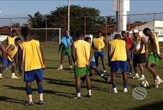 Cotinguiba treina para voltar para elite do futebol sergipano - A equipe é uma das mais antigas do estado. Nessa segunda divisão do Campeonato Estadual o time teve apenas duas vitórias em sete jogos e ocupa atualmente a 5ª colocação do grupo A