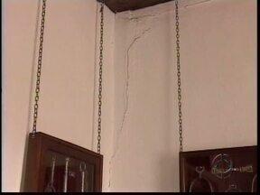 Goteiras e rachaduras comprometem estrurura do Museu do Tropeiro - O Museu do tropeiro em Castro precisa de reformas urgentes. A cada chuva a sittuação piora.