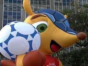 Mascote da Copa 2014 é criação de agência de publicidade de Pinheiros - O mascote da Copa do Mundo do Brasil é paulistano. Ele foi criado por uma agência de publicidade de Pinheiros, na Zona Oeste. O tatu-bola já foi escolhido pela Fifa e vai representar todo o país no Mundial de 2014. Agora só falta batizar o bichinho.