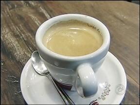 Tem Notícias fala sobre benefícios e malefícios do café - O café é uma das bebidas preferidas de muitas gente, mas ainda gera muita discussão entre os especialistas em nutrição. Para tirar algumas dúvidas, o Tem Notícias mostra os benefícios e malefícios desse grão.