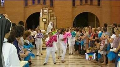 Festa da Padroeira tem novidade este ano em Aparecida (SP) - Encenações para a festa da Padroeira em Aparecida (SP) tem novidades 'carnavalescas' neste ano.