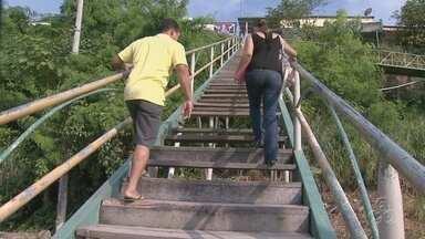Escada na Zona Sul de Manaus em coloca moradores em risco - Escada possui 96 degraus e está com condições precárias