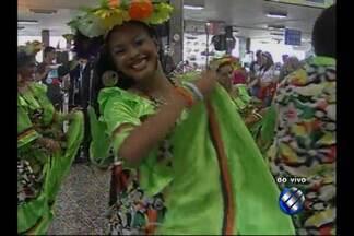 Terminal Rodoviário de Belém tem recepção especial para turistas - Grupo de carimbó se apresenta para recepcionar visitantes que chegam à capital para o Círio.