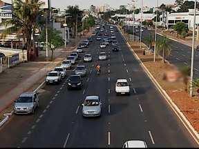 Mudanças na Rondon Pacheco em Uberlândia, MG, causam conflitos - Algumas pessoas reclamam da falta de retornos e sinalização nas ciclovias. 'Qualidade do trânsito depende da boa convivência', diz especialista.