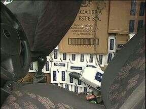 Carros carregados com cigarro e droga são apreendidos na região. - 316 kg de maconha foram encontrados dentro de um carro em Guaíra.