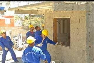 Casas em área protegida são demolidas em Arraial do Cabo, RJ - Os imóveis ficam dentro da área de proteção do Parque Costa do Sol.Ao todo, 20 casas serão demolidas nesta quarta-feira (10).