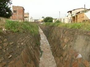 Criança morre e outra desaparece após se abrigar da chuva embaixo de ponte - Elas foram levadas pela enxurrada em Vitória da Conquista. Outras três crianças foram resgatadas com vida.