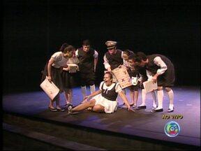 Festival estudantil de teatro segue até o próximo domingo em Tatuí, SP - Segue até o próximo domingo (14) o '25º Festival Estudantil de Teatro' no Conservatório de Tatuí (SP). O festival estadual teve início na sábado (6) com a apresentação de diversas peças teatrais. Os ingressos serão trocados por um 1K de alimento.