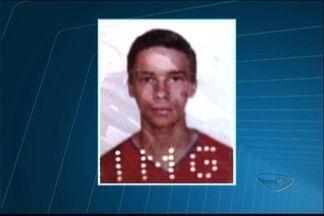 Um dos jovens que se afogaram em praia do ES segue desaparecido - Jovens se afogaram nesta terça-feira, em Guarapari.
