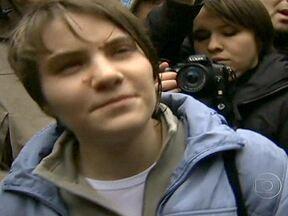 Justiça da Rússia liberta integrante do grupo Pussy Riot - O grupo foi condenado por fazer um protesto dentro de uma igreja. Um tribunal de apelações aceitou o argumento da defesa, de que a jovem não chegou a participar da manifestação por ter sido impedida pelos policiais.