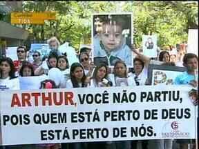 Domingo foi marcado por manifestação contra a violência em Maringá - O que motivou o protesto foi a morte de um menino de 3 anos na semana passada.