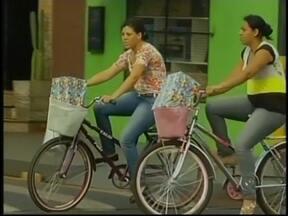 Frota de bicicletas é maior que a de carros em Cândido Mota, SP - Cândido Mota (SP), município localizado no Centro-Oeste do estado, tem a fama de ser a cidade das bicicletas. De acordo com o Instituto Brasileiro de Geografia e Estatística (IBGE), onde vivem 29.800 pessoas, a frota de carros não passa de 7 mil.