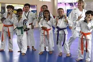 Goianos se preparam para Mundial de Karatê, na Austrália - Jovens e experientes karatecas do estado treinam intensamente para tentar chegar ao campeonato.