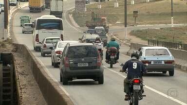 Motoqueiros enfrentam riscos no trânsito do Anel Rodoviário de Belo Horizonte - Apesar da rodovia ser já tão perigosa, a falta de cuidado e abusos são comuns.