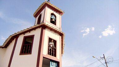 Revitalização de casas históricas atrai turistas para Sabará, na Grande BH - As casas, que ficam em volta a igrejinha do século XVIII, foram pintadas e estão com as fachadas mais bonitas.