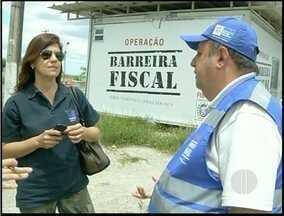 Fiscalização de cargas perigosas é intensificada na BR-101, Norte Fluminense - 1.500 caminhões por dia passam pela barreira fiscal em Campos.Cerca de 30% a 40% dos caminhões transportam produtos tóxicos.