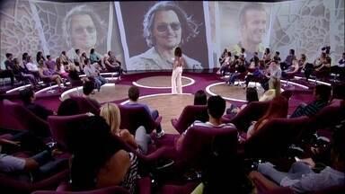 Plateia adivinha a idade de celebridades internacionais - Convidados se surpreendem com a idade de Johnny Deep