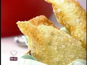 Crocante e temperado: pastel de chuchu encanta no 'Tem que ir na Ana Maria' - Os sete filhos de dona Nina são loucos pela iguaria e inscreveram a mãe