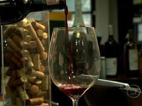 Acordo põe mais vinhos brasileiros nas prateleiras dos supermercados - Produtores brasileiros que pediam ao governo a adoção de barreiras para reduzir a entrada do vinho importado no país chegaram a um acordo com varejistas e importadores.