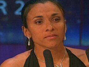 Jogadora Marta concorre a melhor do ano da Fifa - A Fifa anunciou nesta quinta (25), as 10 jogadoras que concorrem ao prêmio de melhor do ano. E a brasileira Marta, mais uma vez, está entre elas. As três finalistas serão anunciadas dia 29 de novembro e a vencedora será conhecida no dia 7 de janeiro.