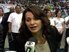 Romena Nadia Comaneci, ex-ginasta, vem ao Rio e recebe homenagem no Maracanãzinho - Dona da primeira nota 10 da ginástica artística em Olimpíadas, a atleta visitou o Rio de Janeiro com o intuito de aproximar um pouco mais a ginástica das crianças.