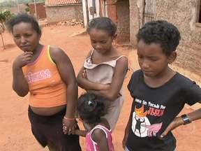 Golpistas realizam adoções irregulares no sertão da Bahia - Membros de quadrilha agem em quatro municípios do sertão baiano. Eles influenciam famílias carentes por dinheiro e fazem tráfico irregular de crianças.