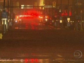 Enchentes tomam conta das ruas de Atlantic City (EUA) - A cidade de Atlantic City, em Nova Jersey (EUA), está debaixo d'água. Foi lá que o furacão Sandy chegou primeiro e os estragos são grandes. Em Manhattan, um transformador explodiu.