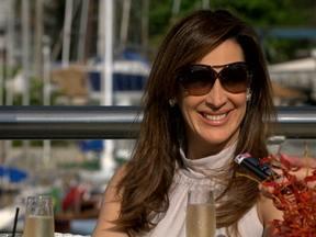 Lívia marca entrevista para divulgar sociedade com Antonia e sair de cena - Não perca as emoções de Salve Jorge desta quarta-feira!