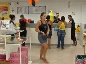 Começa a contratação para trabalhos temporários no fim do ano em Cuiabá - O comércio da capital já começou a contratar trabalhadores temporários para as festas de fim de ano Só um shopping da cidade oferece 900 vagas e o profissional pode ser efetivado.