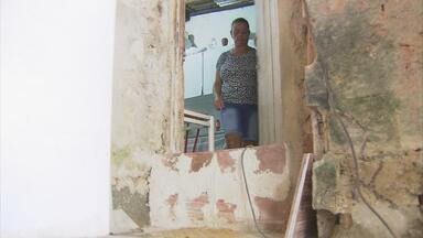 Moradores da Vila do Sesi sofrem com alagamentos que invadem casas - Na comunidade, chuva forte significa pesadelo. As ruas enchem e a água que entra nas casas e estraga móveis e eletrodomésticos.