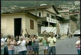 Moradores da Região Serrana reclamam de falta de água - Em Petrópolis, moradores do bairro Bataillard fizeram um protesto nesta quinta-feira (01). Na cidade de Bom Jardim o problema afeta a maior parte da população.